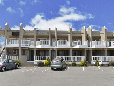 Outstanding efficiency unit located ideally between the shopping district of Stone Harbor and the beach at Sea Mist.