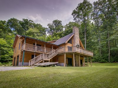 Photo for Inviting, spacious, and dog-friendly cabin, close to town & ski resorts!