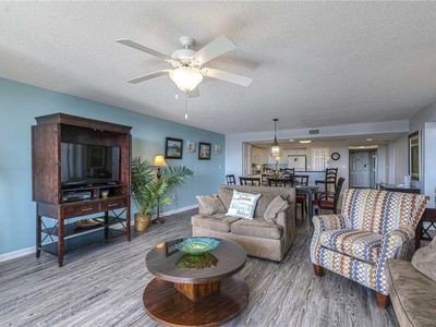 YACHT CLUB CONDO UPDATED WITH NEW FLOORS AND FRESHLY PAINTED! AMAZING VIEWS!