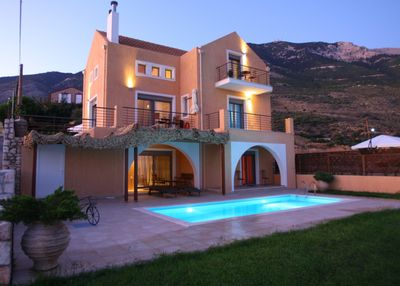 4 people villa with private pool