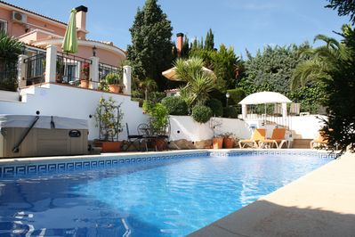 Beautiful garden with pool jacuzzi and 4 areas to dine.