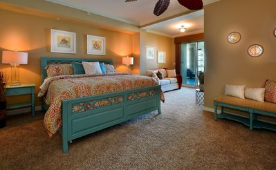 MASTER BEDROOM w/ King bed & 55 inch SMART TV & Blue- Ray