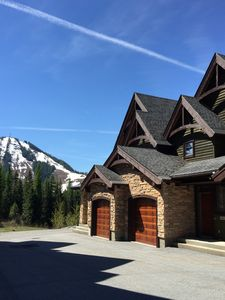 Photo for NEW: Creekside 3-bedroom mountain retreat