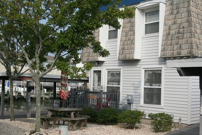 front of townhouse with picnic table