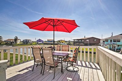 This 3-bedroom, 2-bath vacation rental is located in Freeport!