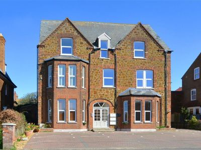 Photo for 3 Tudor Rose - Two Bedroom Apartment, Sleeps 4