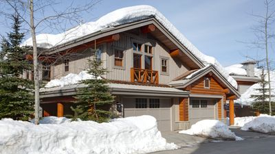 Photo for Taluswood The Heights 17  Whistler Platinum  Close to Ski Access, Hot Tub