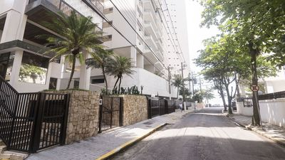 Photo for Guarujá Pitangueiras, Morro do Maluf, 4dorms with 2 suites, 30 meters from the beach.