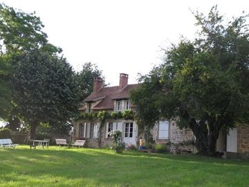Charming house with large garden near the forest Tronçais