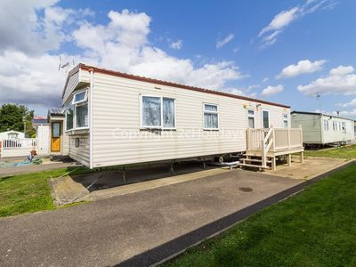 Photo for 6 berth caravan for hire in Seawick holiday park in Essex ref 27413S