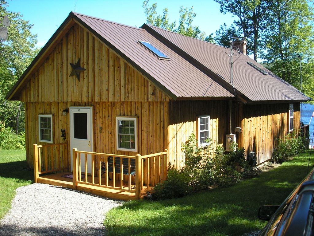 The phoenix lakefront log cabin in the be vrbo for Cabin rentals in maine with hot tub