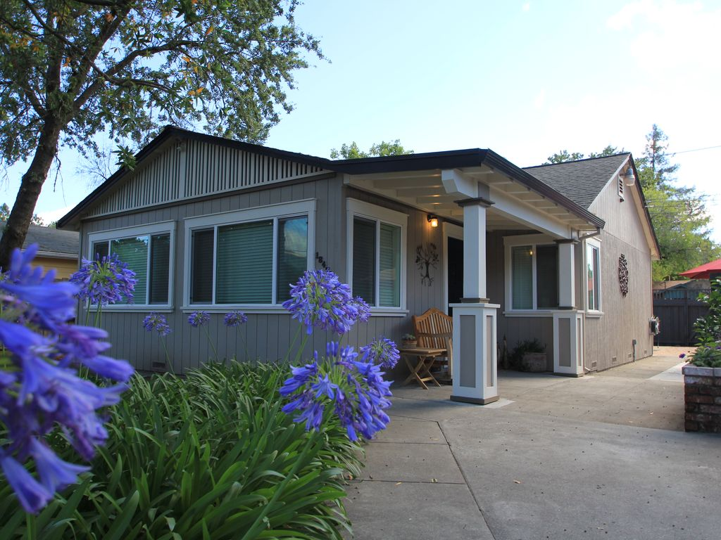 Wine country 2 bedroom cottage with option vrbo for Two bedroom cottages