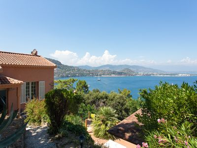 Photo for Charming villa 10 minutes walk from the beach, panoramic view on Cannes bay