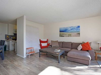 Photo for Upgraded La Jolla condo with full kitchen, Great location - walk to the beach!