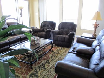 Comfortable Seating in gulf front living area