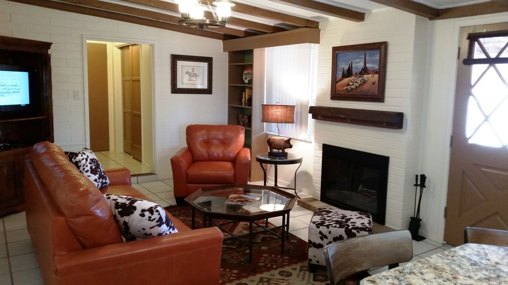 Western Bunkhouse on 8 Acre Estate w/ Pool, Tennis ... on