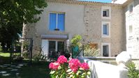 A peaceful relaxing part of provence surrounded by vineyards and wonderful views an ideal location