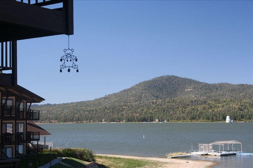 Hotels Amp Vacation Rentals Near Big Bear Queen Lake Tours