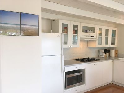 Newly Remodeled Downtown Cottage. 1 block to shops, eats. 5 blks to the Beach