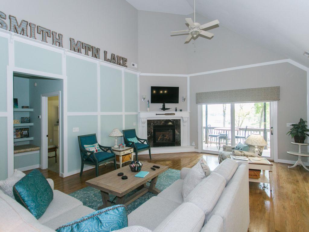 Beautiful Luxury Lakefront Home With 2 Kitchens, 2 Master Suites and ...