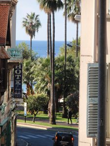 Photo for CANNES: Midi beach 2 minutes / 45 m² air conditioning / Sea view / Private parking / Internet-Wifi