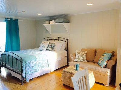 Cozy, Romantic retreat steps from the beach! A/C, Pool, Patio, Free WiFi