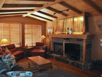 Photo for Cabin Feel Luxury Ski In/Ski Out Condo, Close to Village, Private Hot Tub, Sleeps 8