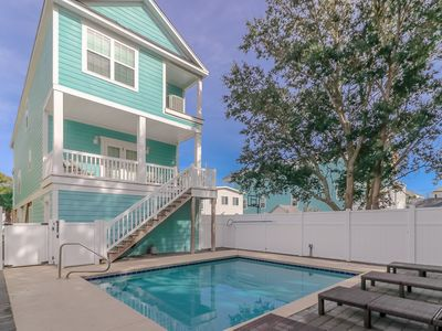 Photo for **DISCOUNTED RATES** **FREE LINENS** Short Walk to Beach, Private Pool