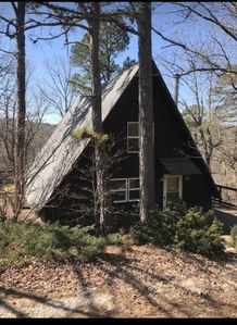 """Lake Front Cabin with private """"Beach"""" area and Tree House Experience"""