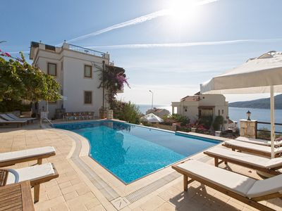 Photo for Beautifully-located Large luxury 2 bed, sea view garden apartment with lge pool