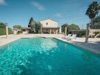 Photo for Rustic Villa with Pool, Veranda, Air Conditioning and Wi-Fi