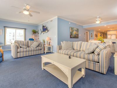 Large luxury condo conveniently located on 45th street just steps from the beach