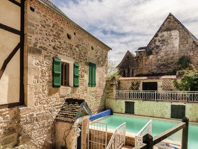 Photo for Cozy and very large family house with heated pool, sauna, terraces and garden.