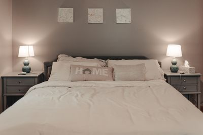 Master bedroom with king dual chamber sleep number bed