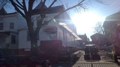 Photo for Bronx New York ~ 20 Minutes to Manhattan ~ 2 Bedroom And Full Kitchen