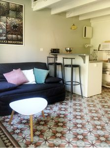 Photo for Avignon, charming guest cottage in a town house with garden