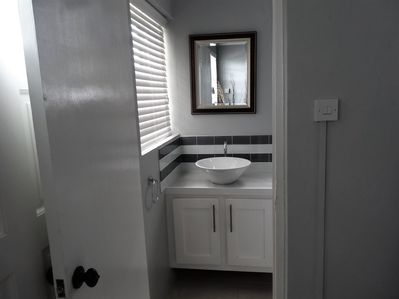Modern studio apartment with Queen size bed plus full sofa bed. - Rodney Bay
