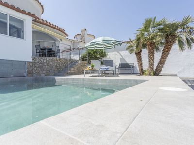 Photo for Puigmal Holiday Home, Sleeps 6 with Pool, Air Con and Free WiFi