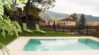 Photo for 4 bedroom Villa, sleeps 8 in Sant Pau de Segúries with Pool