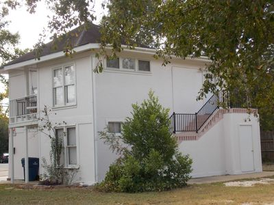 THE CARRIAGE HOUSE APARTMENT -HISTORIC DISTRICT(APT B)