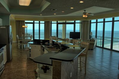 Living area and kitchen with End unit with Breathtaking view