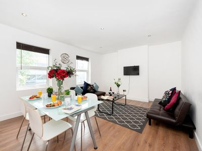 Photo for Luxurious Coulsdon Apartment