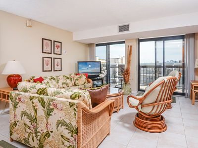 Photo for Tastefully decorated side unit in an oceanfront building