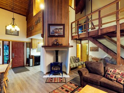 Photo for Comfy chalet w/private hot tub, 2 fireplaces - near trials & slopes