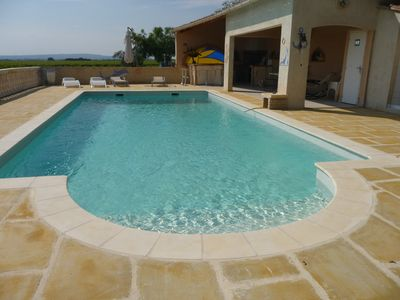 Photo for Attractive villa in Provence in the heart of the Côtes du Rhône vineyard
