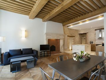 2 Bedroom apartment in the historic center! look out  our vendange tardive deal