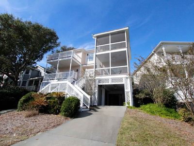 Photo for Beautiful and spacious home with golf course views in Wild Dunes