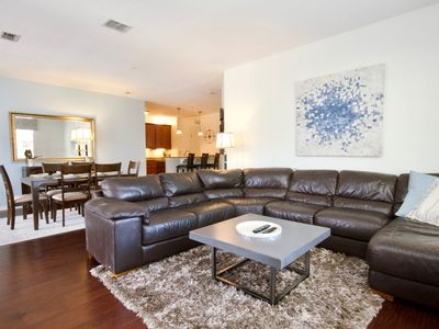 Photo for Huge Vista Cay Condo by Pool. Close to all Parks. Walk to Convention Center