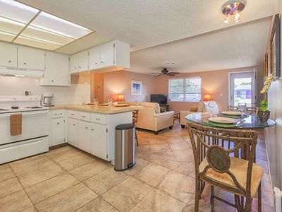 Sandcastle Cottage - Private Beach Access - Screen Patio - Fenced Yard - Pets OK