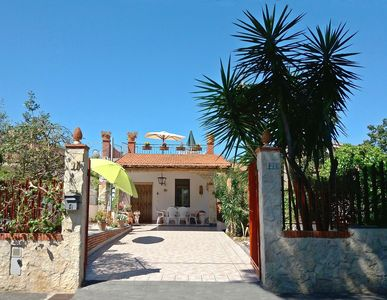 Photo for Sunny villa in the nature reserve 'Oasi del Simeto', just 600 meters from the sandy beach